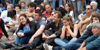 Colore Nella foto: maxischermo - gente - giovani  Festival dell'Economia Piazza Duomo Trento, 31 maggio 2015 Foto Daniele Mosna