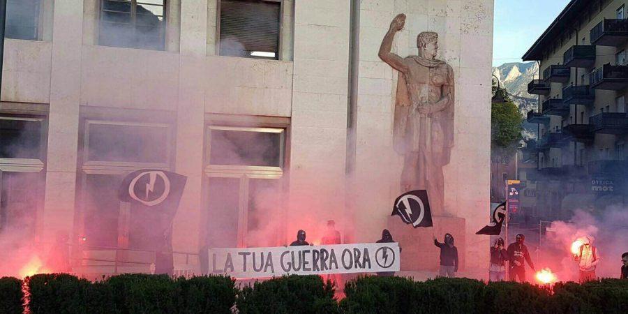 """Blitz del Blocco Studentesco in piazza Venezia"""""""