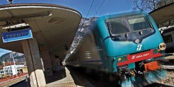 Treni e stazione ferroviaria di Trento