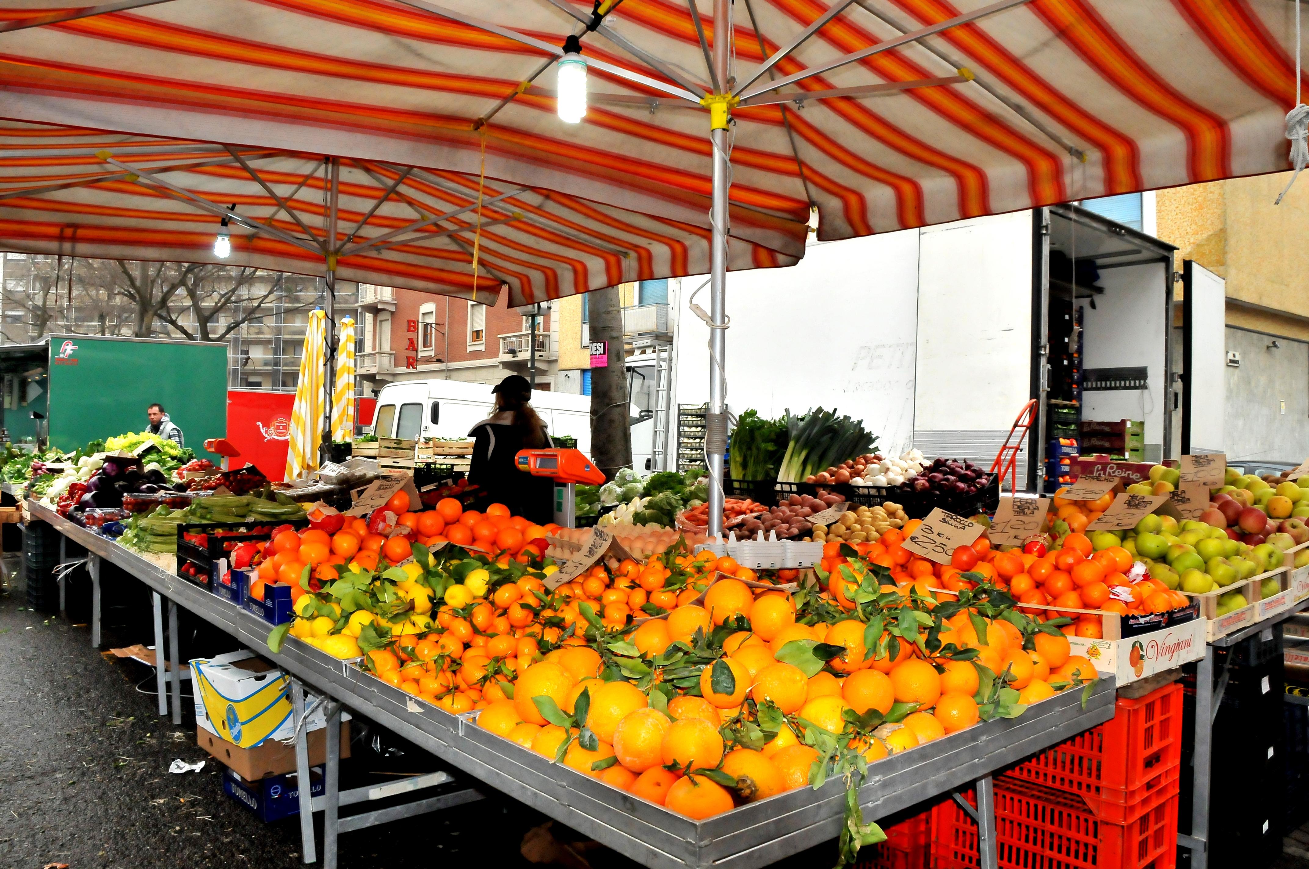 Mori ortofrutta in piazzale kennedy c 39 il bando la for Idee per arredare un negozio di frutta e verdura