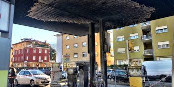 Distributore di Rovereto subito dopo l'incendio