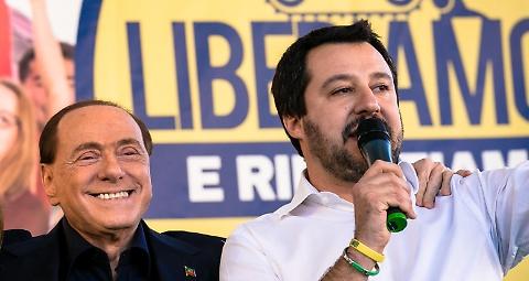 Berlusconi irriconoscibile dopo la beauty farm: dimagrito e (quasi) senza capelli
