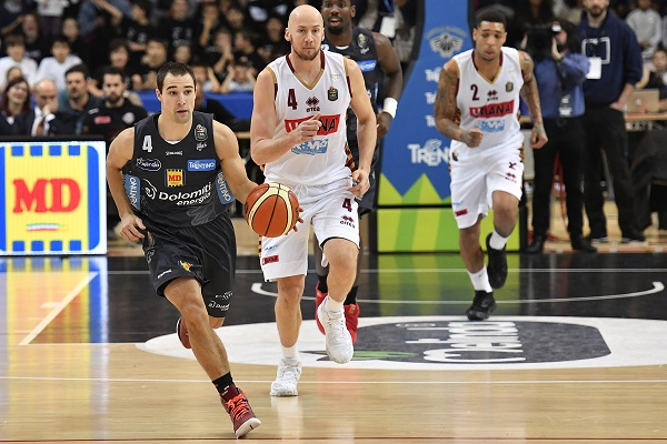Basket: play off, Venezia in finale