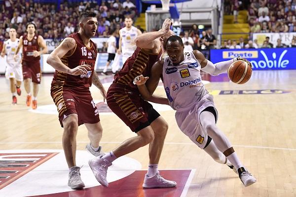 Basket: favola Trento continua, vince gara 1 a Venezia