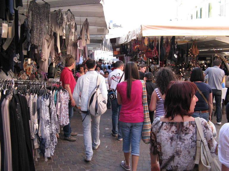 Guardia di Finanza di Venezia: sequestrati 4mila capi di abbigliamento contraffatti