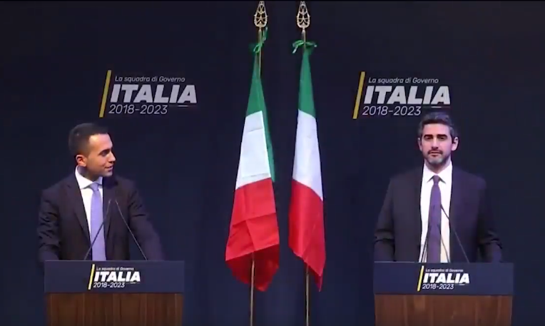 Il piano di Salvini e Di Maio per liberarsi di Berlusconi Video