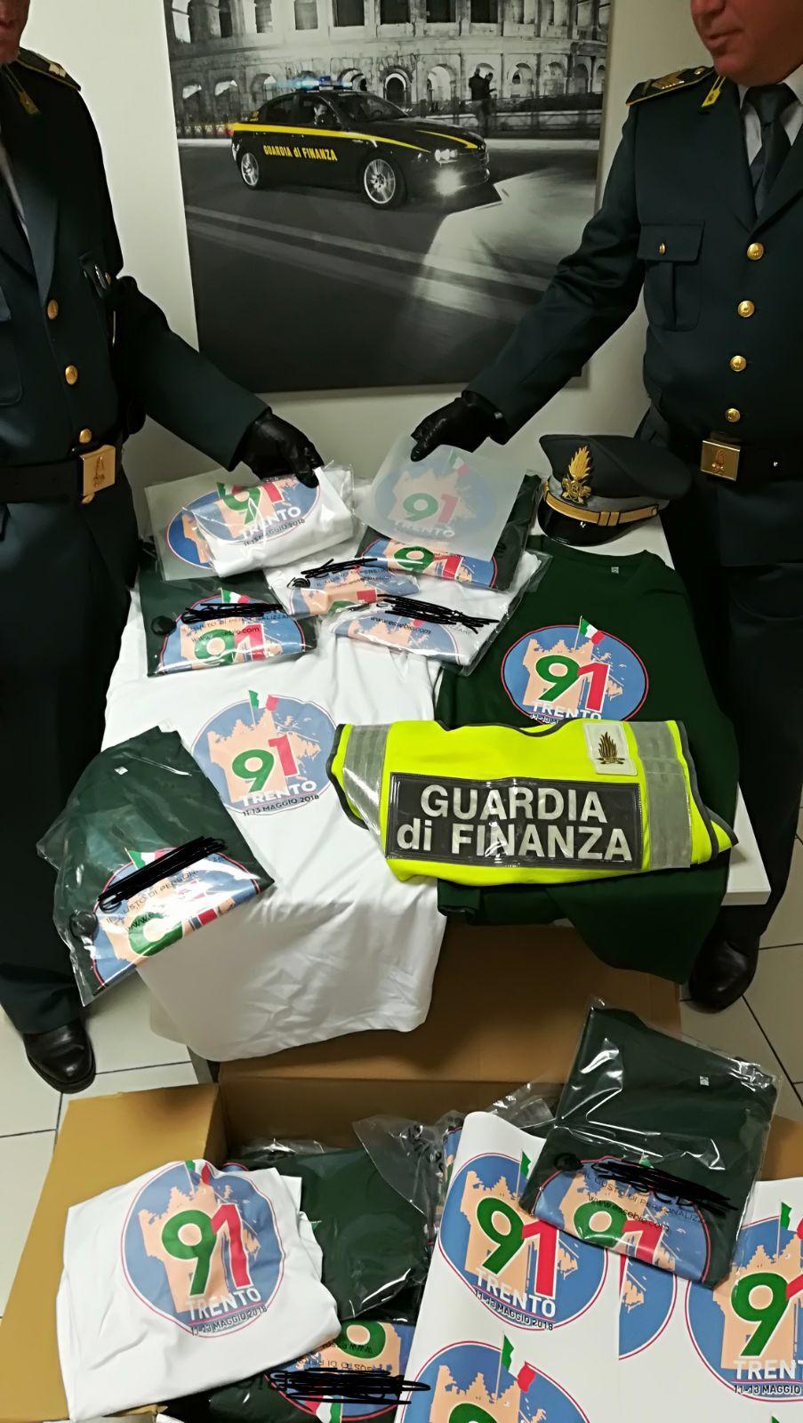 Adunata Alpini  sequestrati prodotti contraffatti in un negozio a Trento  adibito a stamperia 43ed7c6d4467