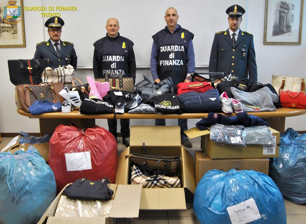 69ad88daafd59 Trento  senegalese vendeva su Facebook abbigliamento contraffatto ...