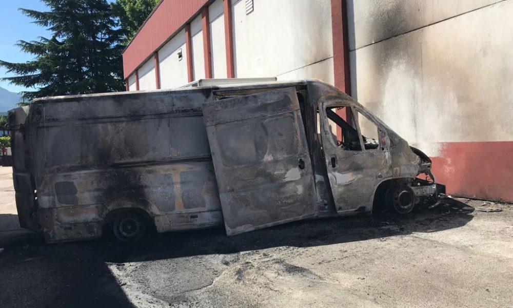 Trento nord furgone a fuoco in zona via maccani la voce for Arredo bagno trento via maccani