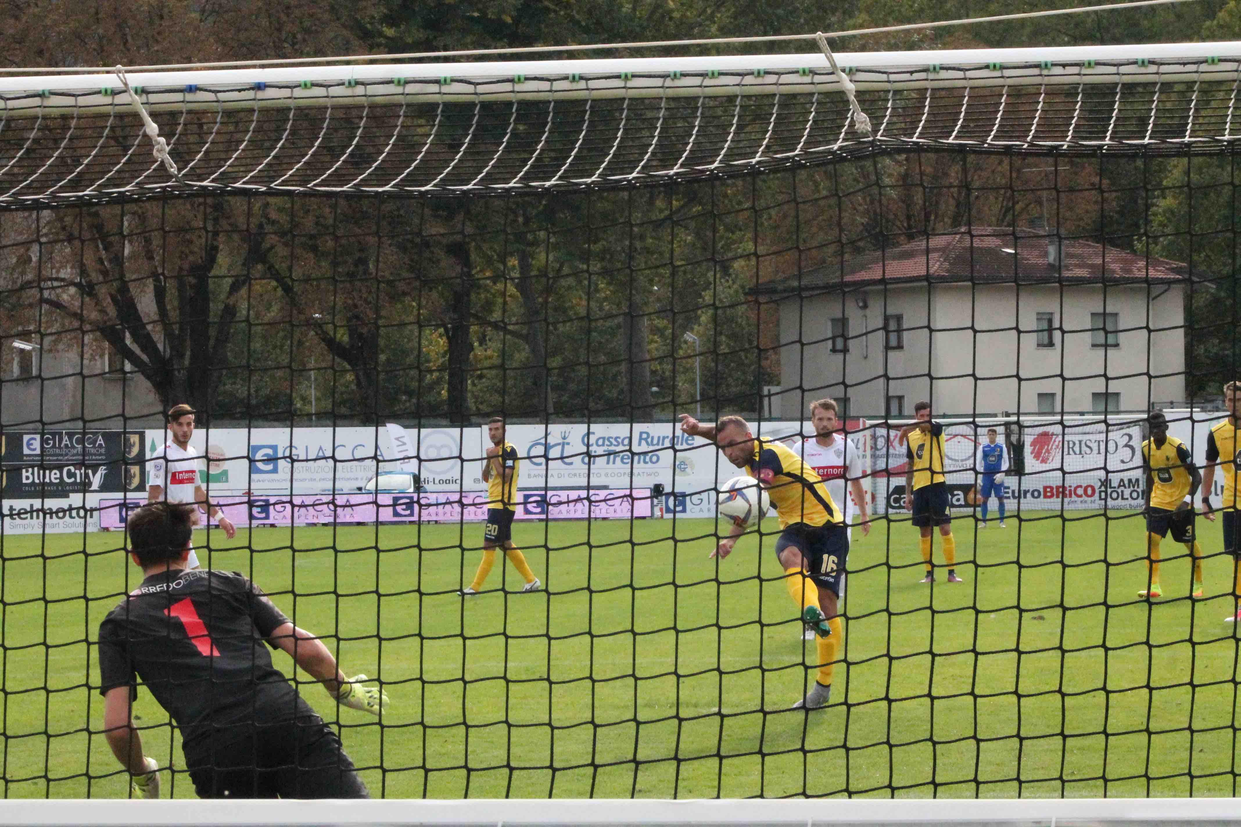 Calcio Per Bambini Bolzano : Calcio bolzano espugna il briamasco il trento spreca un rigore