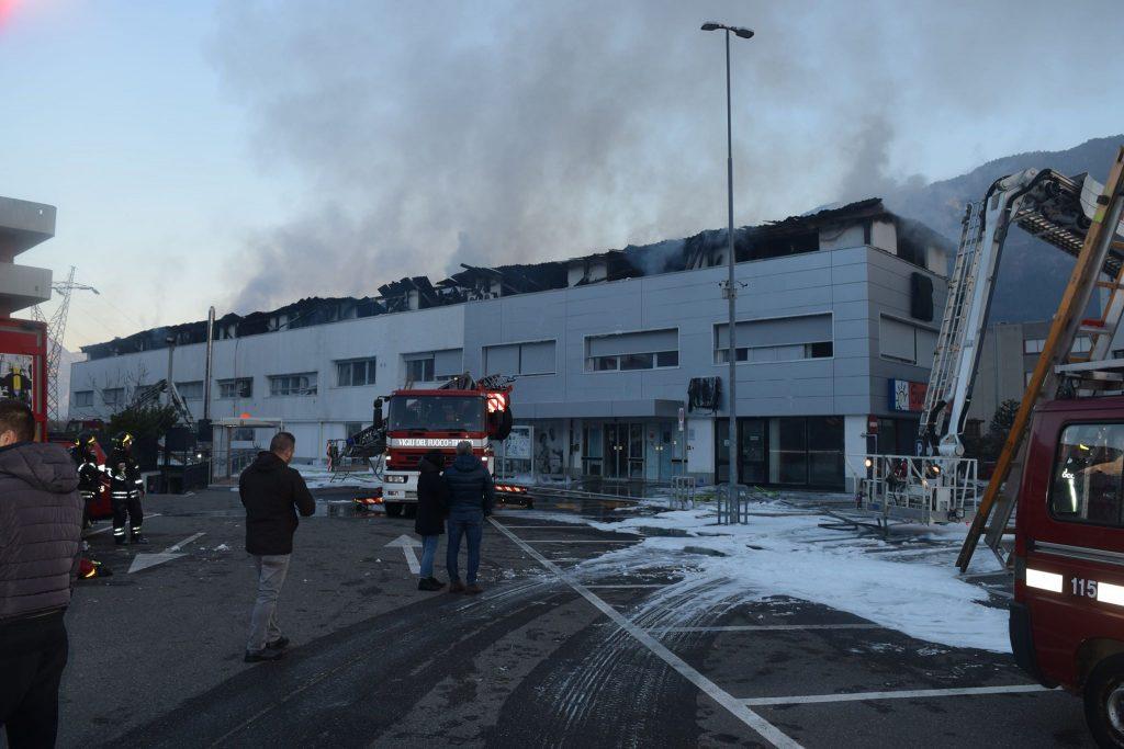 Trento pauroso incendio in via maccani 10 famiglie for Arredo bagno trento via maccani