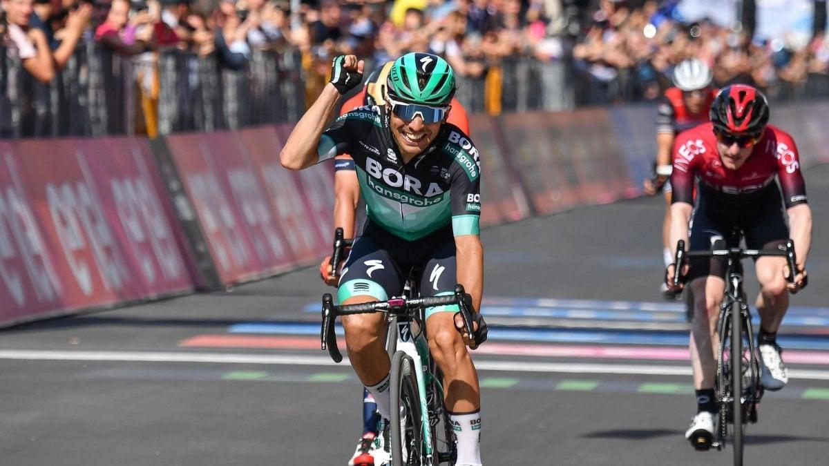 Giro d'Italia: a Pinerolo vince Benedetti, la maglia rosa passa a Polanc