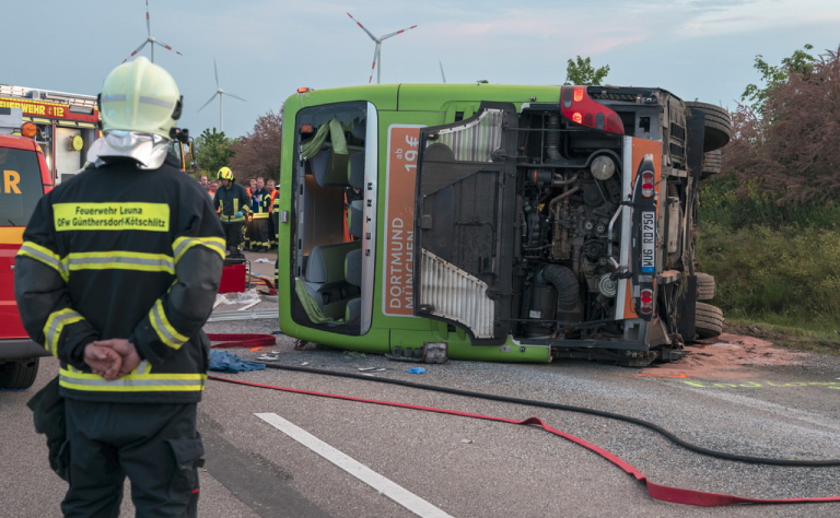 Pullman fuori strada in Germania, morta donna trentina